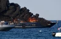 На роскошной яхте в Сен-Тропе произошел пожар (видео)