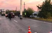 В Черновицкой области легковушка столкнулась с автобусом, есть жертва