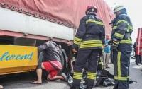 В Киеве прицеп раздробил голову водителю