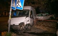 ДТП в Киеве: работник СТО на чужом авто врезался в грузовик