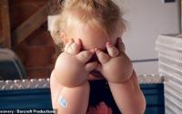 Маленькую девочку с огромными кулаками спасла липосакция