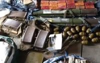 В Киеве изъяли огромный арсенал оружия и боеприпасов