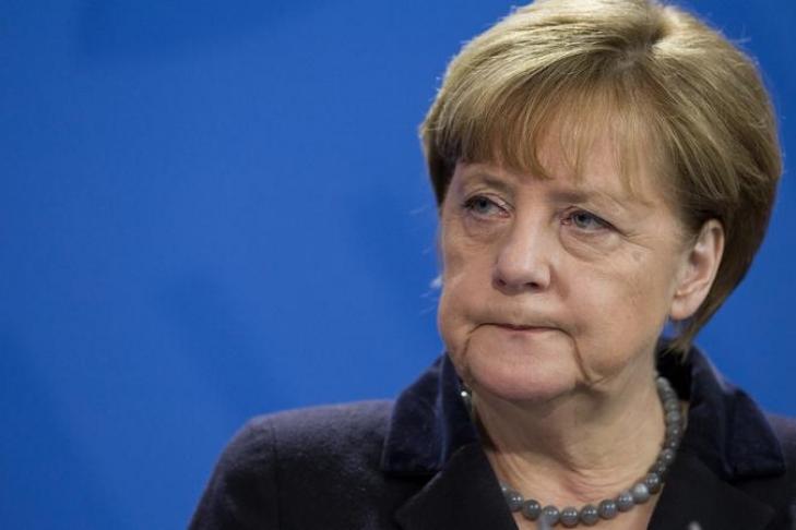 Меркель предупредила Бундестаг оботах итроллях всети