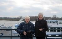 Супруги, прожившие 65 лет вместе, умерли в один день. От эвтаназии