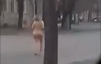 По улице ходила: В центре Одессы гуляла обнаженная дама и называла себя Мессией