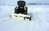 Мужчина украл трактор и поехал расчищать снег на улицах