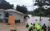 В Индонезии из-за оползней и наводнения погибли люди