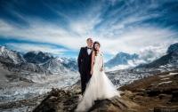 Молодожены сыграли свадьбу на вершине Эвереста