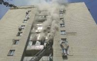 Пожар в Киеве: мужчина убил 2 женщин, поджег квартиру и выбросился из окна (видео)