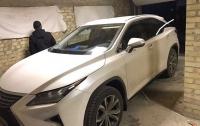 В Киеве двое мужчин похитили элитное авто возле ТРЦ на Оболони