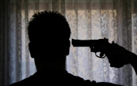 На Донетчине пьяный задержанный застрелился из пистолета копа