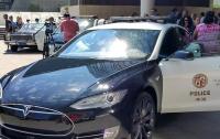 Полицейский на Tesla прервал погоню из-за низкого заряда авто