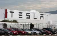 В США случился крупный пожар на заводе Tesla (видео)