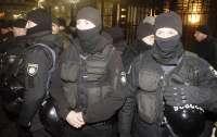 К дому Кличко подъехала группа вооруженных людей