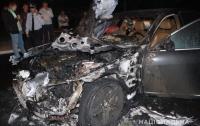 В Ровно неизвестные сожгли автомобиль депутата горсовета (видео)