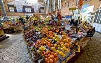 Киевляне могут уже делать покупки на 10 рынках