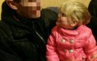 Нетрезвые родители бросили 2-летнюю девочку на улице в Кропивницком