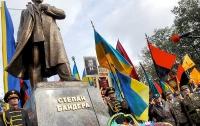 Националистам намекнули, что недостроенный памятник Бандере - не главная проблема Львова