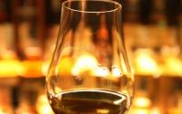 Туристу из Китая продали поддельный 166-летний виски за 9999 швейцарских франков
