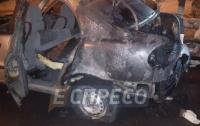 В Киеве водитель горящего авто спас от возгорания другие машины