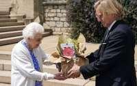 Елизавета II в честь столетия принца Филиппа посадила новый вид роз