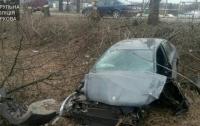 В Харькове водитель вылетел с дороги и разбил автомобиль