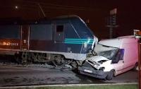 Авария в Брюсселе: локомотив вылетел на автотрассу