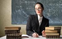 Школьных учителей хотят лишить еще одной возможности дополнительного заработка