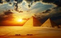 Уникальную ломаную пирамиду открыли в Египте