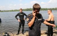 Водолазы достали тело мужчины из Русановского канала в Киеве