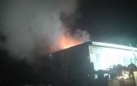 На харьковском предприятии произошел масштабный пожар, есть жертвы (видео)