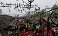 В Индии из-за ливней обвалился железнодорожный мост