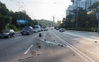 В Киеве из-за отлетевшего колеса произошло тройное ДТП (видео)