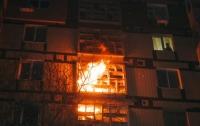 В Днепре загорелась многоэтажка: жильцы уверены в поджоге