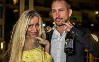 Известный певец отказался от дочери-инвалида