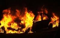В Киеве неизвестные сожгли две иномарки