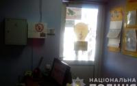 В Харькове вооруженный мужчина напал на кредитный киоск