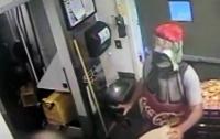 Бутылка газировки ограбила кафе в США (видео)