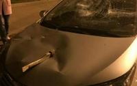 Психанули: в Харькове машину изрубили топором