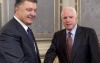 Маккейн прибыл в АП для встречи с Порошенко