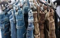 Мать двоих детей сбежала в украденных джинсах