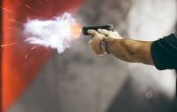 На Печерском рынке в Киеве произошла стрельба, пострадал охранник