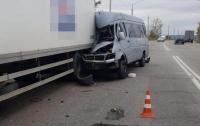 Маршрутка влетела в грузовик в Запорожье: есть жертвы, много раненых