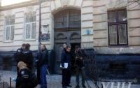 Мужчина обстрелял авто во Львове и совершил самоубийство
