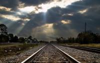 Спал на рельсах: в Житомирской области поезд переехал юношу
