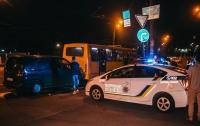 ДТП в Киеве: легковушка врезалась в автобус с пассажирами
