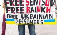 Несколько россиян в Москве вышли с плакатами за Украину (фото)