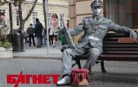Во Львове за деньги  изображают памятник воину УПА с автоматом (ФОТО)