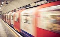 Трагедия в метро: мужчина толкнул под поезд мать с ребенком