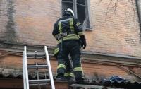В Киеве произошел пожар в жилом доме, спасли мужчину
